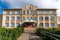 Здание школы № 1. Пгт. Алексеевское. В школе находится музей военно-исторического клуба «Звезда».  2014