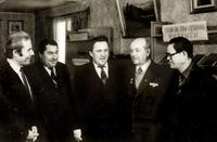 Фото. Баширов Г.Б. (второй справа) в Янасалинской библиотеке. 1983