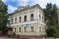 В 1941-1943 гг. здесь жил поэт Н.Н. Асеев (1889-1963). Мем.доска.