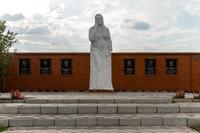 Памятник Женщине-матери. Апастово. 2014