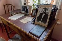 Фрагмент экспозиции. Письменный стол в кабинете Б.Пастернака. 2014