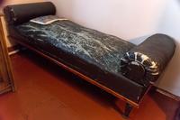 Фрагмент экспозиции. Кушетка в кабинете Б.Пастернака – предмет военного быта.2014
