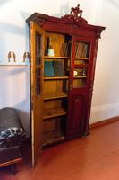 Фрагмент экспозиции. Книжный шкаф в кабинете Б.Пастернака- предмет военного быта. 2014
