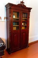 Фрагмент экспозиции. Книжный шкаф в кабинете Б.Пастернака - предмет военного быта. 2014