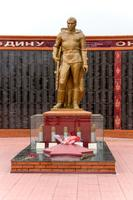 Статуя защитника Отечества Мемориального комплекса. Апастово. 2014