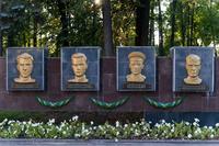 Барельефы Героев Советского Союза в Парке Победы. г.Зеленодольск. 2014