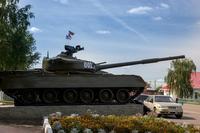 Военная техника у Монумента павшим воинам. Буинск.  2014