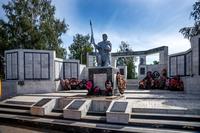 Монумент павшим воинам на центральной площади Буинска. 2014
