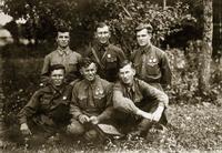 Фото.Герой Советского Союза - Самочкин А.В.(в первом ряду,в центре) с боевыми товарищами. 1942