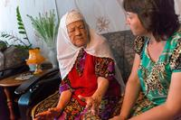 Фото.Хайруллина Б. А.(слева) с директором Буинского краеведческого музея Ахметзяновой Л.М. 2014