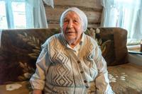 Фото. Юсупова Ф. С. дает интервью о работе в 1941-1945 на железной дороге. 2014