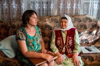 Фото. Сайфиева  А. А. (справа) с директором Буинского краеведческого музея Ахметзяновой Л.М. 2014.