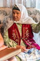 Фото. Сайфиева А.А. делится воспоминаниями о работе в годы войны. 2014