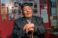 Фото.Галиуллин Х. К.  дает интервью в музее. 2014