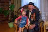 Гарифуллин З.Г. с правнучкой. д. Нижняя Кня. Балтасинский муниципальный район. 2014