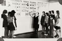 Фото. Андронова Е.М. - основатель Мамадышского краеведческого музея, ведет экскурсию для учащихся. 1970-е