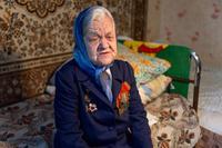 Фото. Шишмагаева А.А. (1923 г.р.) дает интервью с воспоминаниями о годах войны. 2014