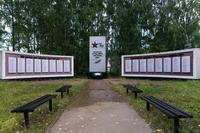 Мемориальный комплекс в честь односельчан, павших в годы Великой Отечественной войны. Село Олуяз. 2014