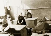 Фото. Встреча жены Нуха Идрисова с пионерами в школе. 1970-е