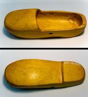 Обувь военнопленных. Дерево, лак. Реконструкция