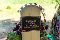 Фото. Могила Героя Советского Союза Ахтямова С.А. на кладбище Кукмора. 2014