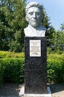 Бюст Героя Социалистического труда Ахметши Зиганшина в с. Нижний Искубаш. 2014