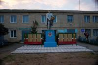 Памятник солдату возле Дома культуры с. Сугушла. 2014 г.