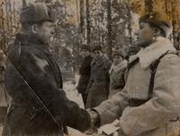 Фото. Награждение генерал-майора Репина Я.Ф. орденом Красного Знамени. 4 февраля 1943 года