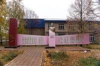 Мемориальный комплекс возле клуба с. Старый Кашир, Сармановского р-на РТ
