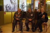 Фото.Ветераны Великой Отечественной войны и труженик тыла в музее. 2014