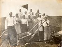 Фото. Сбор хлеба на полях района. 1940-е