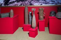 Фрагмент экспозиции музея с образцами военных снарядов, найденных поисковиками. 2014