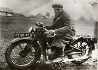 Фото.Фагерутдинов Кутбутдин хозяин мотоцикла. 1930-е