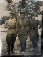 Фото.Фагерутдинов К.Ф.(слева )с боевыми товарищами. 1940-е