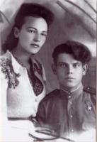 Фото. Герой Советского Союза - Сергеев Н.Е. с женой. 1945