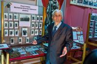Директор музея Г.Г.Галиев ведет экскурсию. 2014