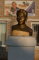 Бюст Нур Баяна