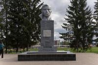 Бюст Мусы Джалиля в парке М.Джалиля, г. Мензелинск, РТ, 2014