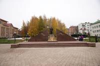 Мемориал с вечным огнем на площаде Победы. Агрыз. 2014