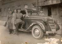 Фото. Б.Юсупов с боевыми друзьями от 22.08.1943г.