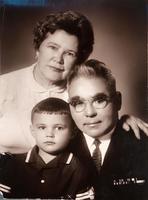 Фото. Юсупов Б.А. с женой и внуком Рустамом. 17 февраля 1968 года