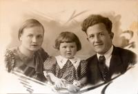 Фото.Румянцев С.В. с семьей.1940-е