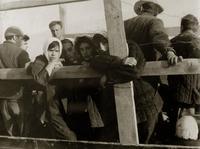 Фото. Студенты КАИ плывут на барже до Тетюш на строительство оборонных сооружений.1941