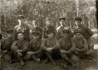 Фото Копырин М.А. (2-ой ряд 1-ый справа) с боевыми товарищами. 1940-е
