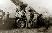 Фото.  Команда «К бою!».  Наводчик  Семенов Л.М. 1940-е