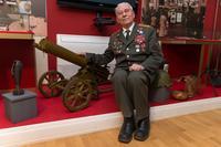 Фото. Ботов Б.А.- ветеран Великой Отечественной войны  у пулемета