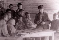 Фото. Обучение ремеслу малолетних преступников в КВТК. 1949