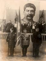 Фото.Митинг посвящен  вручению заводу № 16 переходящего Красного Знамени ГКО. 1943