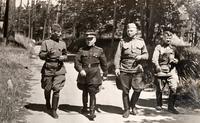 Фото. Лукин М.М. (в центре) c представителями воинских частей г.Казани. 1943