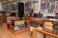 Фрагмент экспозиции.Радиоприемники. 1940-60-е